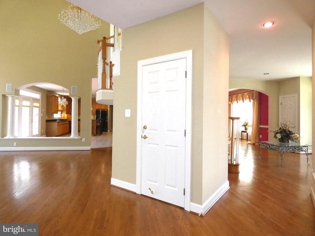 Main Level - 6431 LAKE MEADOW DR, BURKE