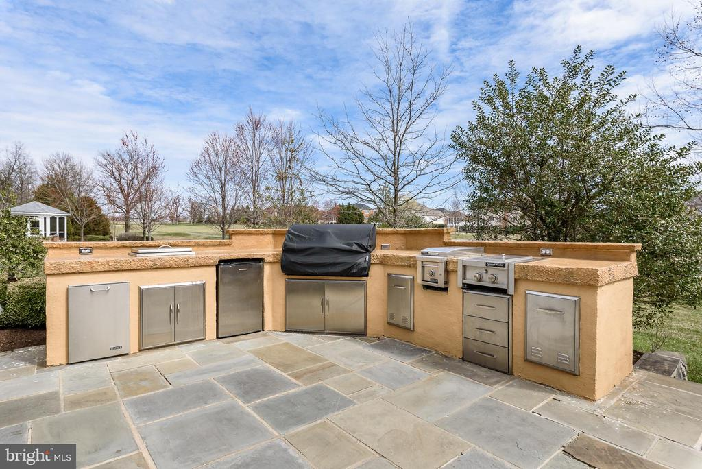 Outdoor Kitchen - 19876 BETHPAGE CT, ASHBURN