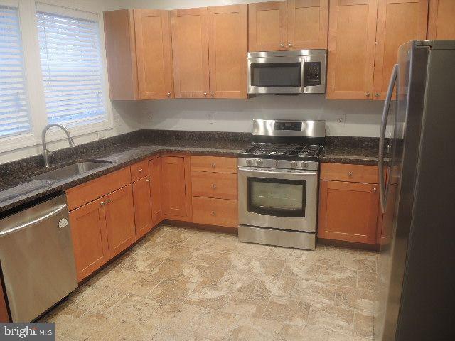 Kitchen - 4117 8TH ST NW, WASHINGTON