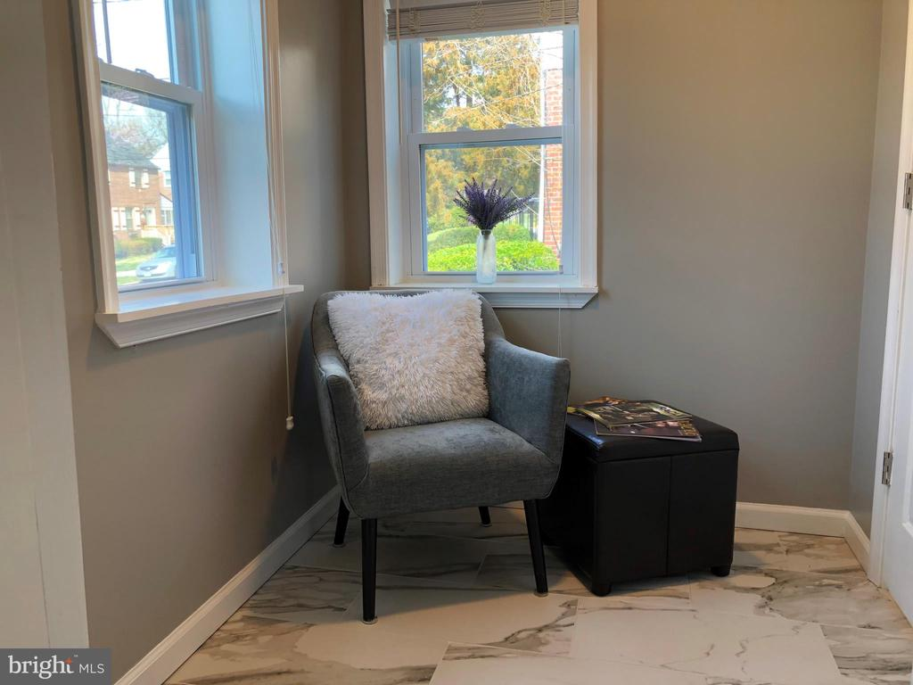 QUAINT SITTING ROOM - 2809 63RD AVE, CHEVERLY