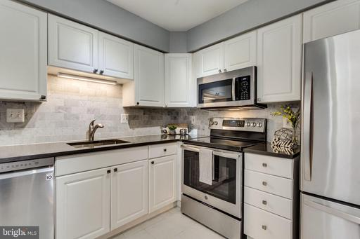 1308 CLIFTON ST NW #209