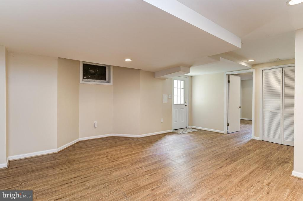Open room in basement with exterior entrance - 7608 ARROWOOD RD, BETHESDA