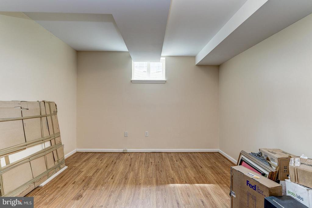 Lower level office or bedroom - 7608 ARROWOOD RD, BETHESDA