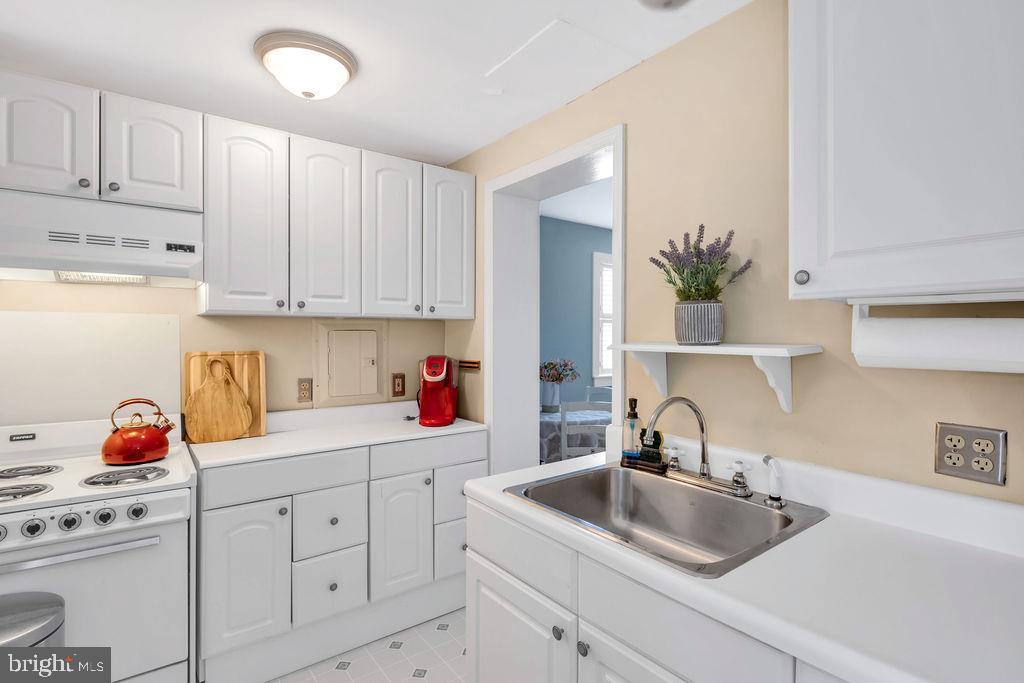 Guest Cottage Kitchen - 21056 BEAVERDAM BRIDGE RD, MIDDLEBURG