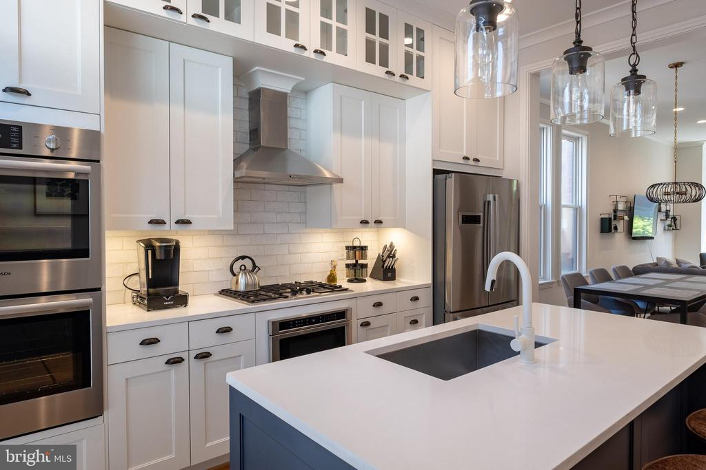 Well chosen cabinets and counters. - 413 GUETHLERS WAY SE, WASHINGTON