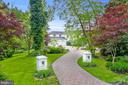 Private curved driveway with mature trees - 3 DEEPWATER CT, EDGEWATER