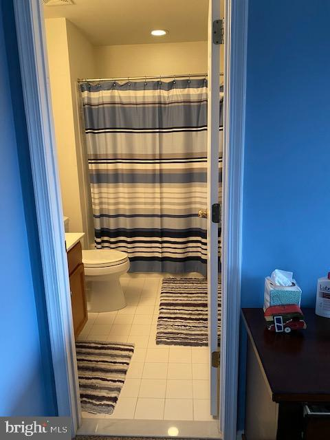 Full bath in Upper Level Bedroom/ In Law Suite - 15201 HUMBOLT BAY CT, GAINESVILLE