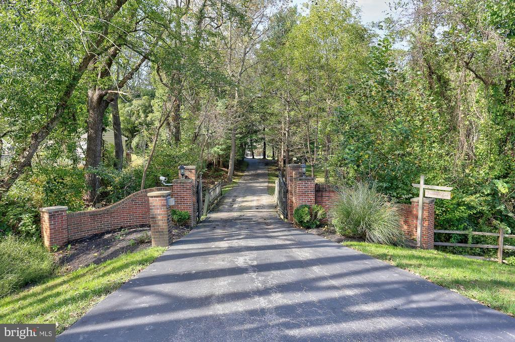 Gated Entry and Governor's Pillars - 12466 KONDRUP DR, FULTON