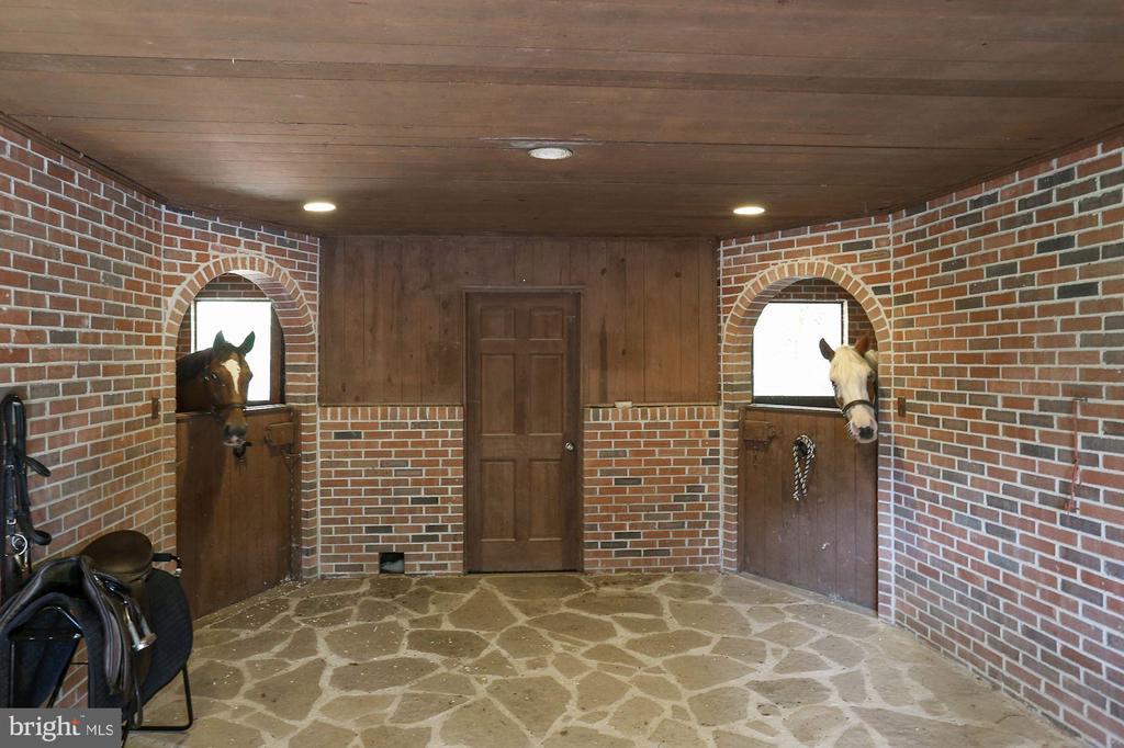 4 Stall Barn Interior - 12466 KONDRUP DR, FULTON