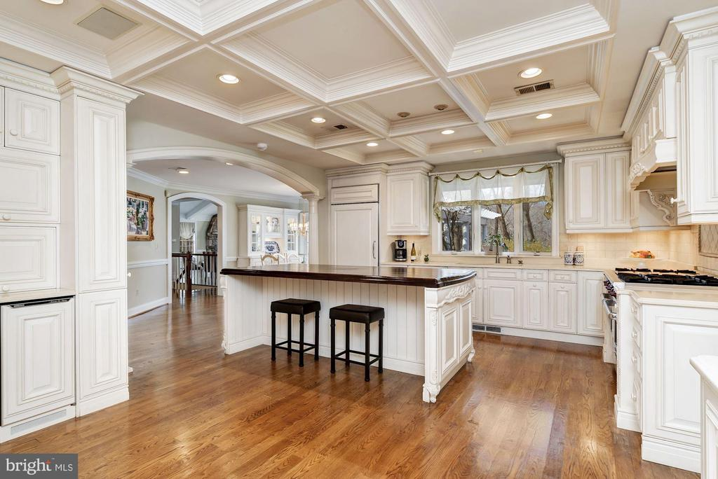 Entertainer's Island & Coffered Ceiling - 12466 KONDRUP DR, FULTON