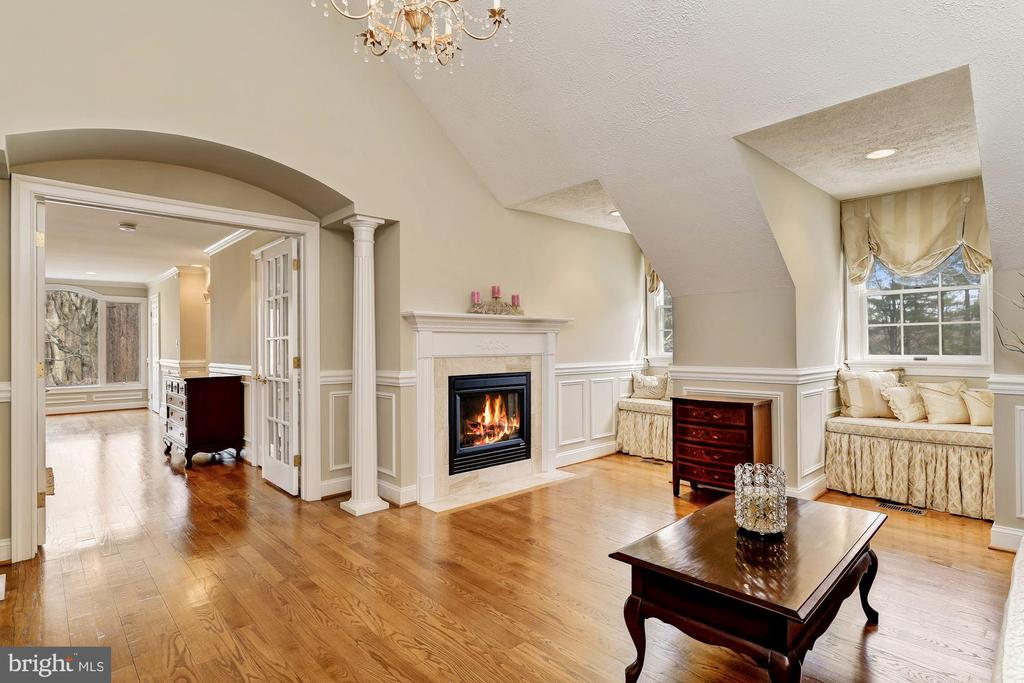 Master Suite Sitting Rm w Fireplace & Gable Window - 12466 KONDRUP DR, FULTON