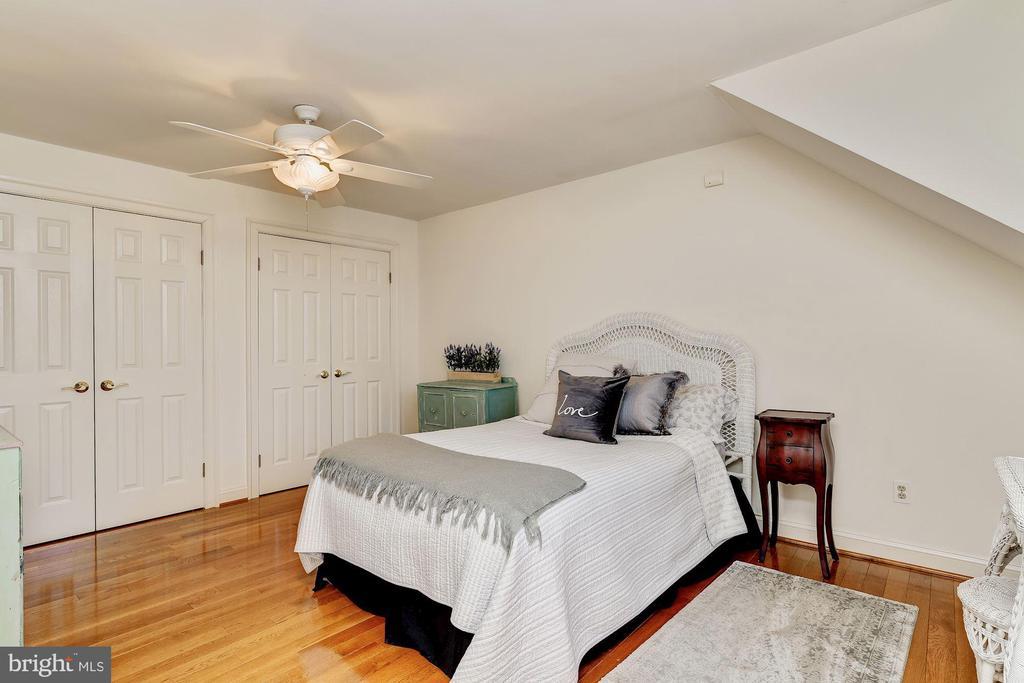 Upper Level En-Suite Bedroom - 12466 KONDRUP DR, FULTON