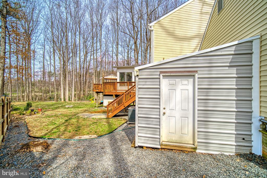 Huge storage shed - 12224 PINE PARK CT, FAIRFAX