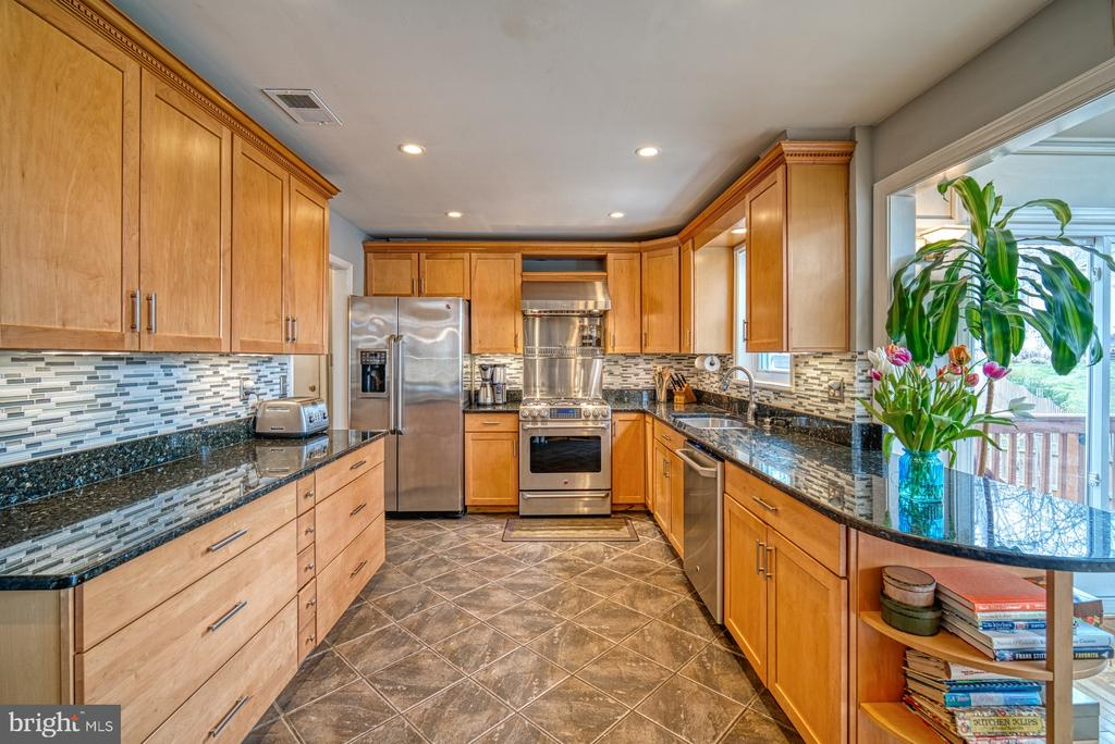 Stunning~updated kitchen - 12224 PINE PARK CT, FAIRFAX