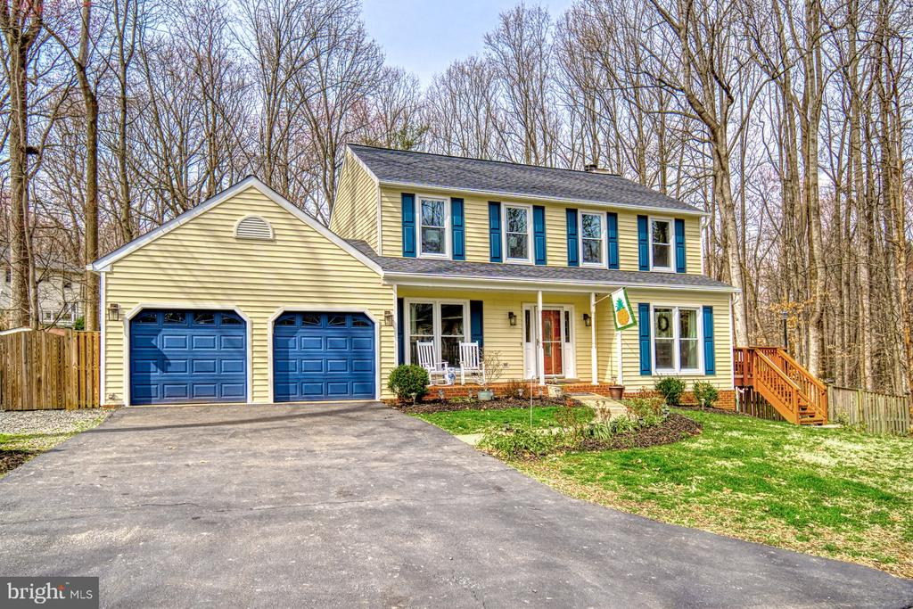 Roof and~siding~new~in 2019! - 12224 PINE PARK CT, FAIRFAX