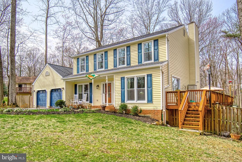 HUGE three sided deck! - 12224 PINE PARK CT, FAIRFAX