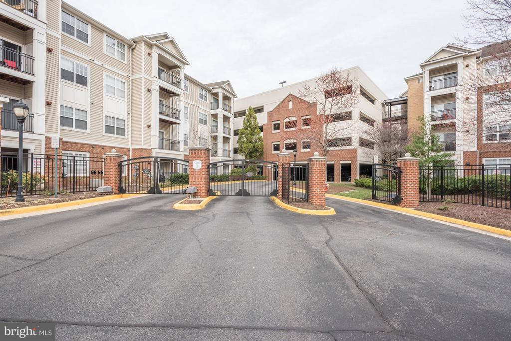 Gated Community. - 12901 CENTRE PARK CIR #419, HERNDON