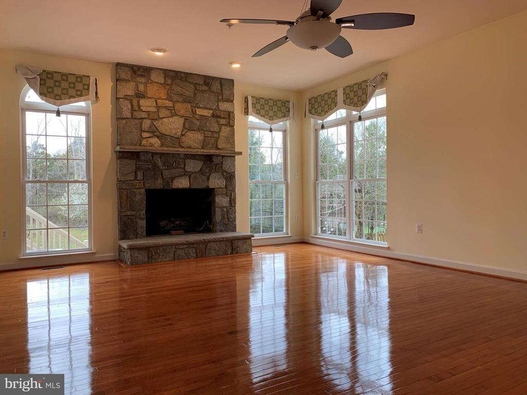 Family Room - 43292 CLARECASTLE DR, CHANTILLY