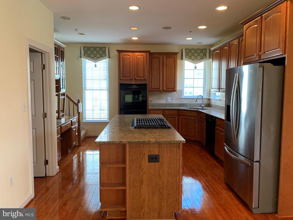 Kitchen - 43292 CLARECASTLE DR, CHANTILLY