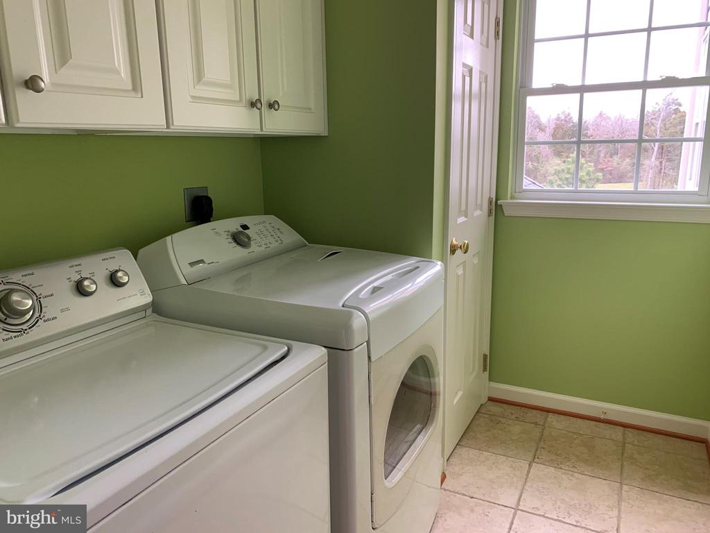 Upper 1 Laundry Room - 43292 CLARECASTLE DR, CHANTILLY