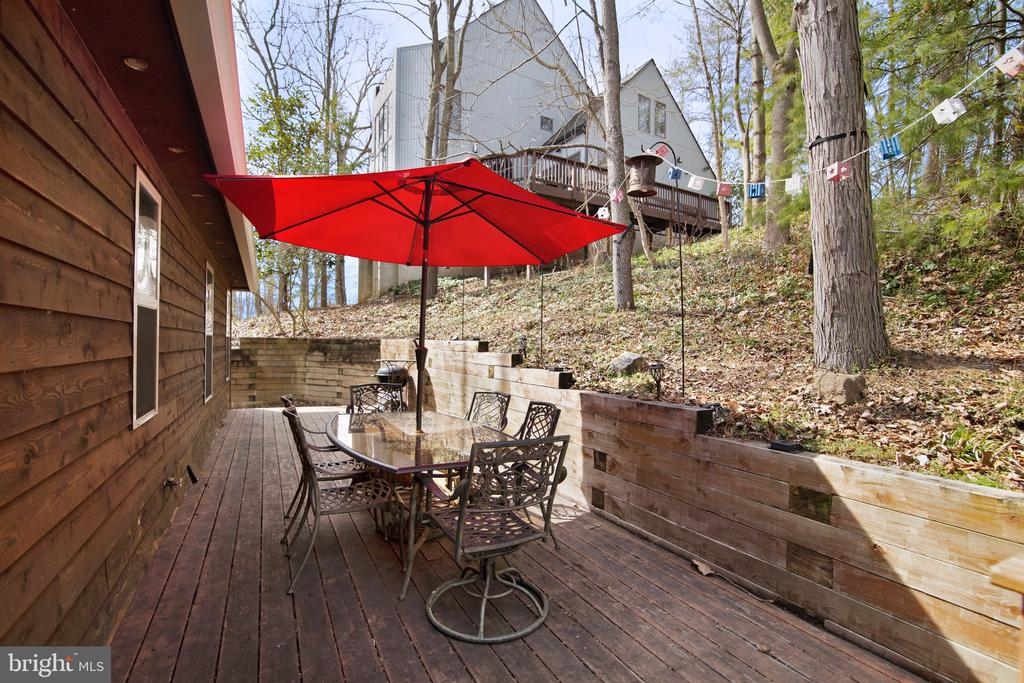 Enjoy meals on this darling back deck! - 6765 BALMORAL RDG, NEW MARKET