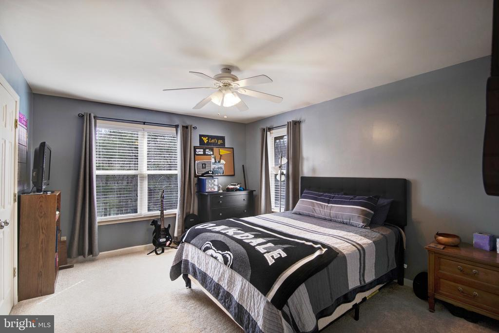 2nd bedroom with lake views and ample space! - 6765 BALMORAL RDG, NEW MARKET