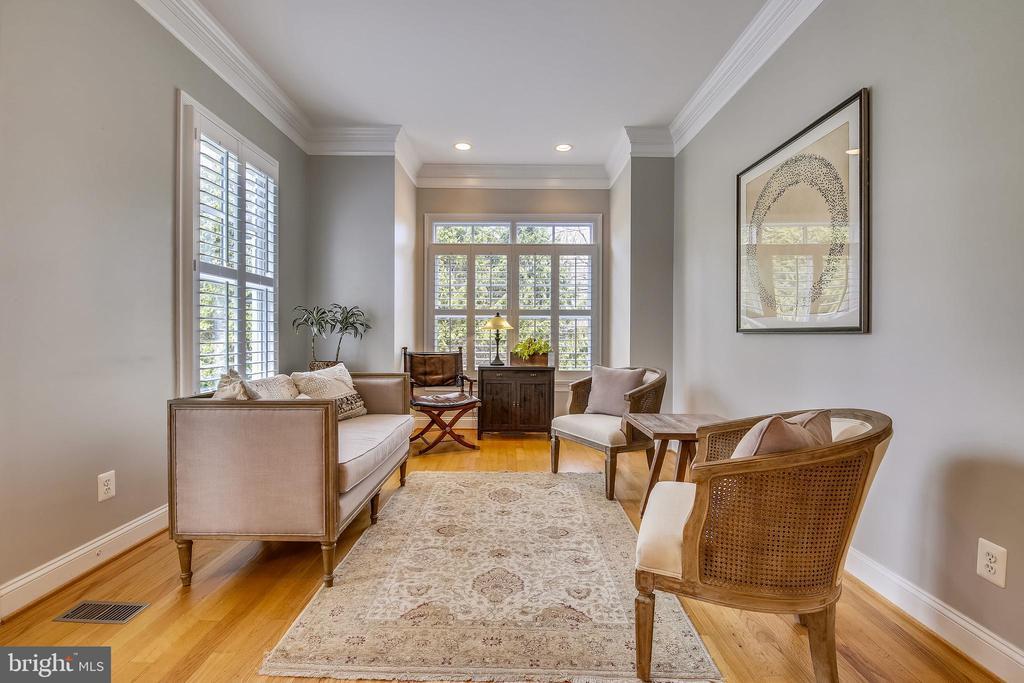Living Room - 7731 OLDCHESTER RD, BETHESDA
