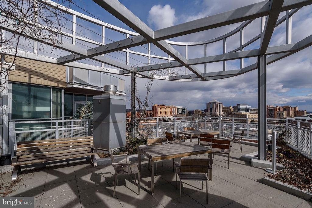 Spacious outdoor rooftop deck - 3409 WILSON BLVD #602, ARLINGTON