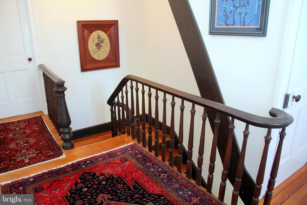 Upstairs railing - 3374 TWYMANS MILL RD, ORANGE