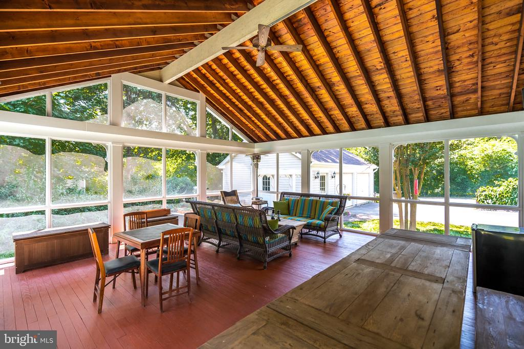 HUGE screened porch perfect for entertaining! - 308 KING ST, LEESBURG