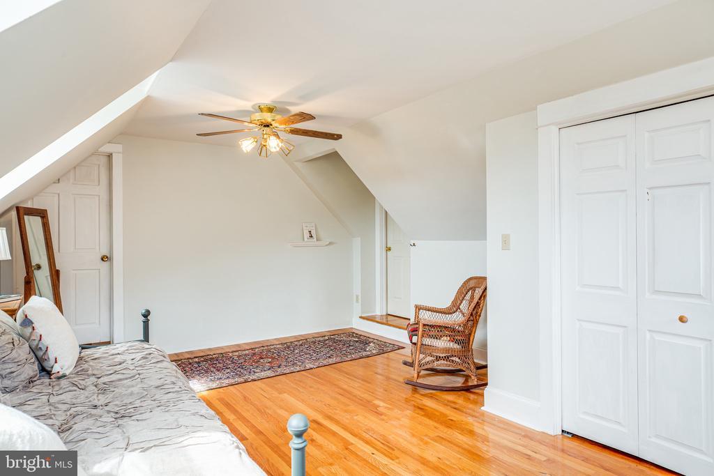 Bedroom 5 is truly charming - 504 POPLAR RD, FREDERICKSBURG