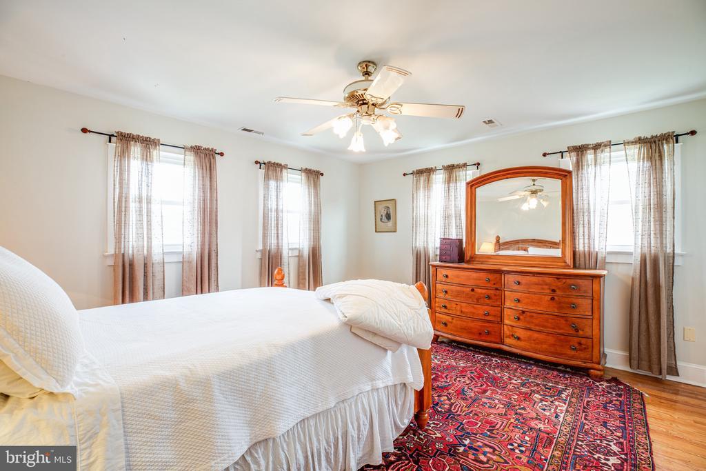 Master Bedroom offers lovely view - 504 POPLAR RD, FREDERICKSBURG