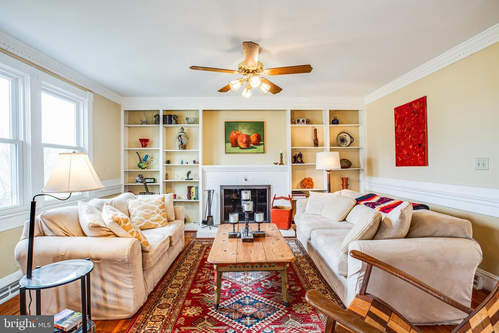 The center fireplace adds comfort and charm - 504 POPLAR RD, FREDERICKSBURG