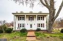 This traditional farm house welcomes you home - 504 POPLAR RD, FREDERICKSBURG