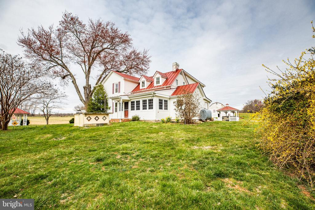 The side view of this farm house is picturesque - 504 POPLAR RD, FREDERICKSBURG