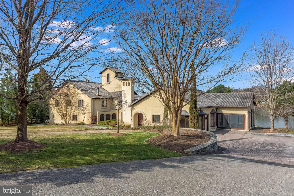 Private waterfront setting - 3182 HARNESS CREEK RD, ANNAPOLIS