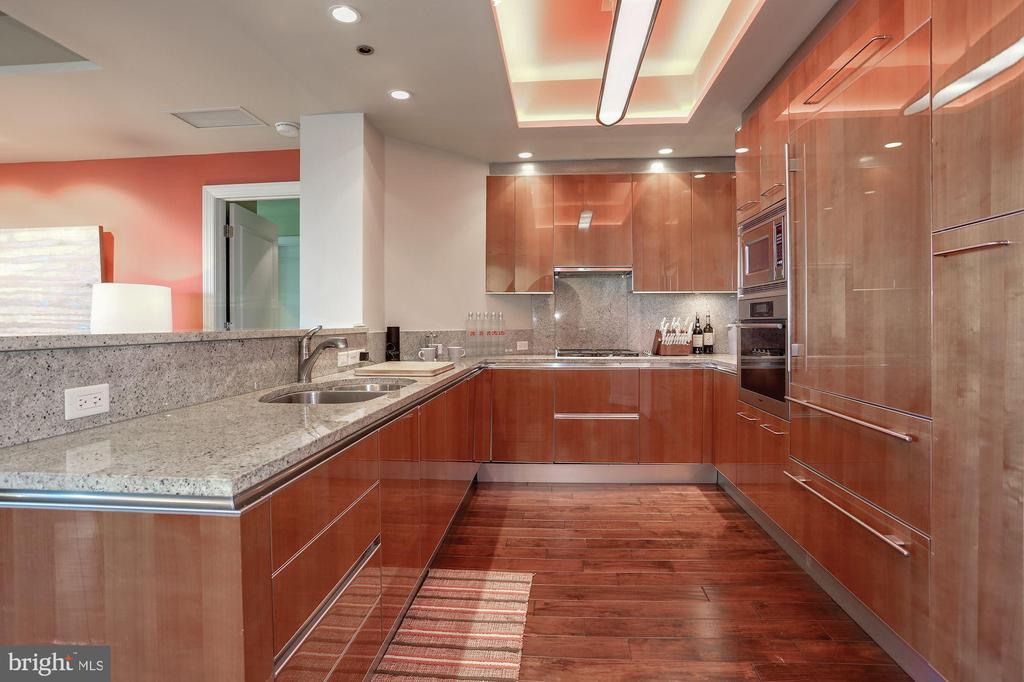 Modern Kitchen - 1881 N NASH ST #712, ARLINGTON