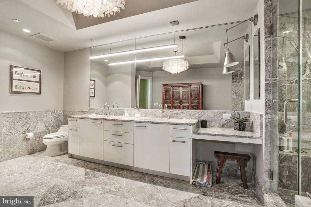 Marble Master Bath - 1881 N NASH ST #712, ARLINGTON