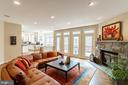 Open Family Room w/Access to Deck - 7000 FAWN TRAIL CT, BETHESDA