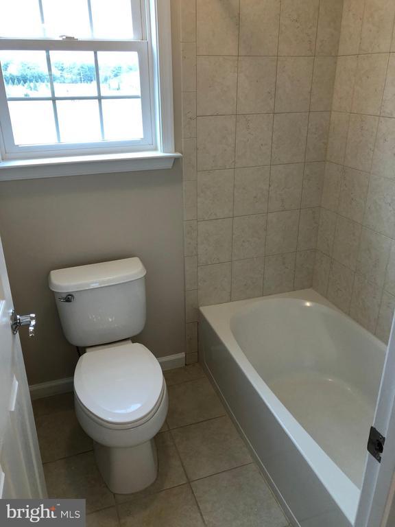 Jack n' Jill Bathroom - 14042 BLUE VIEW CT, LEESBURG
