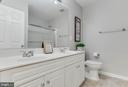 Full bath upper level - 4731 THORNBURY DR, FAIRFAX