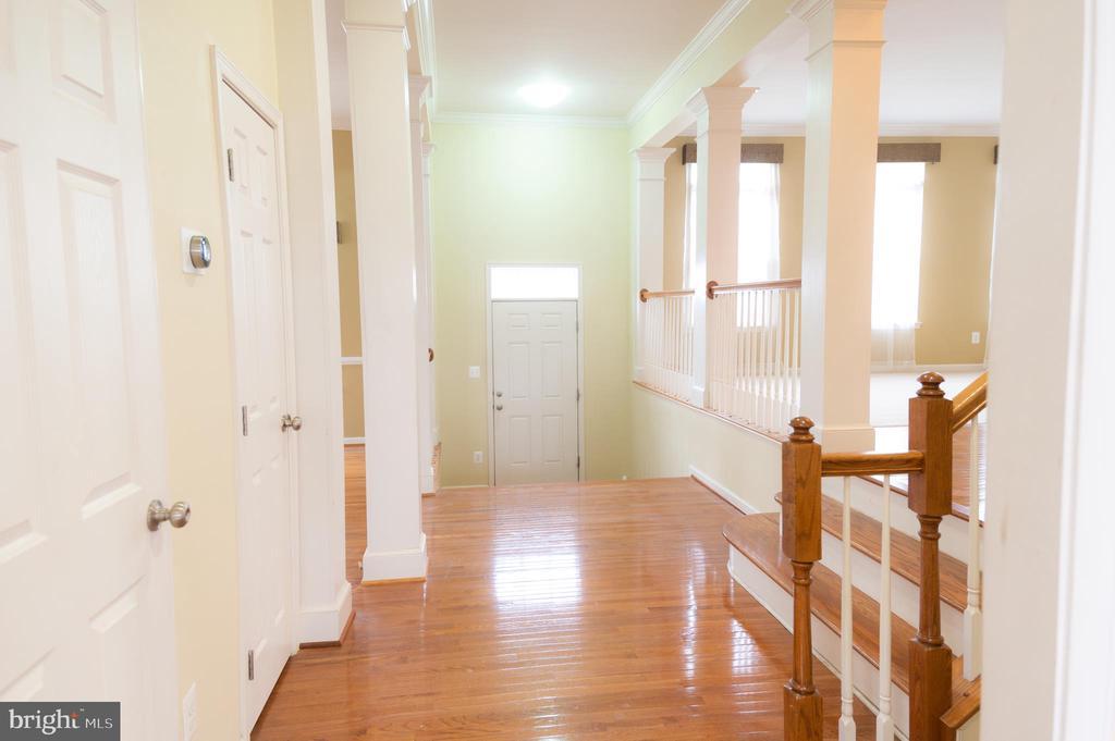 Main Level Hallway - 1689 WINTERWOOD CT, HERNDON