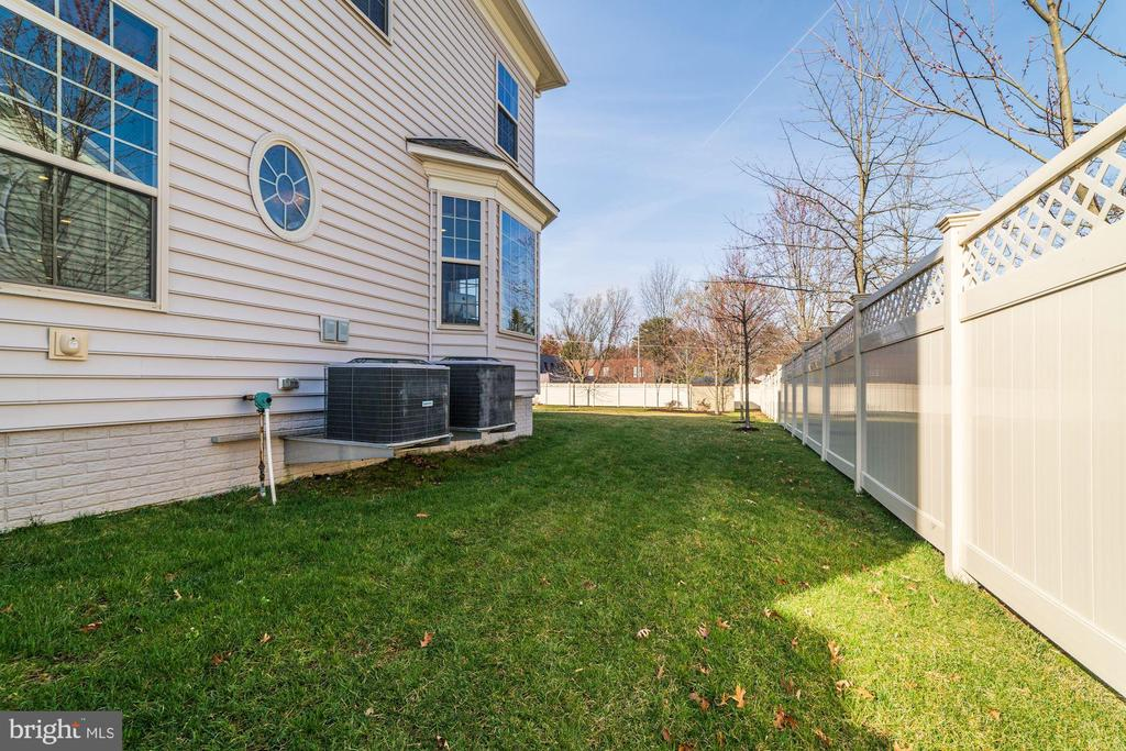 Fully-fenced in! - 6204 BERNARD AVE, ALEXANDRIA