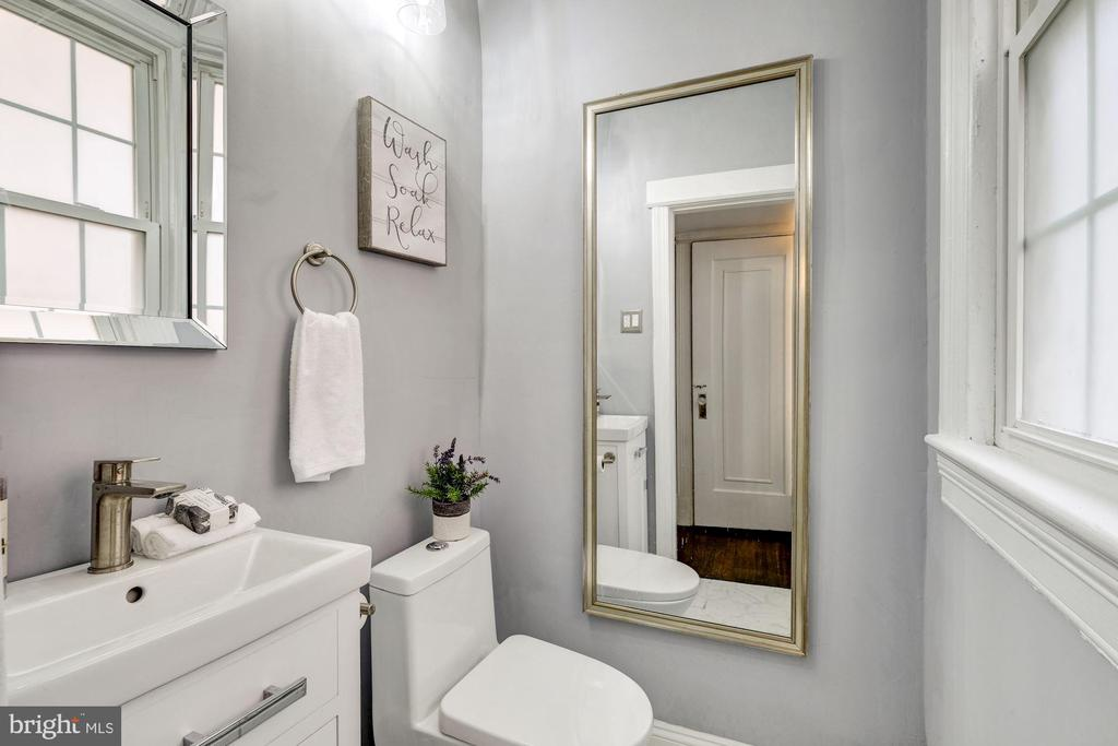 Main Floor Powder Room - 5440 NEBRASKA AVE NW, WASHINGTON