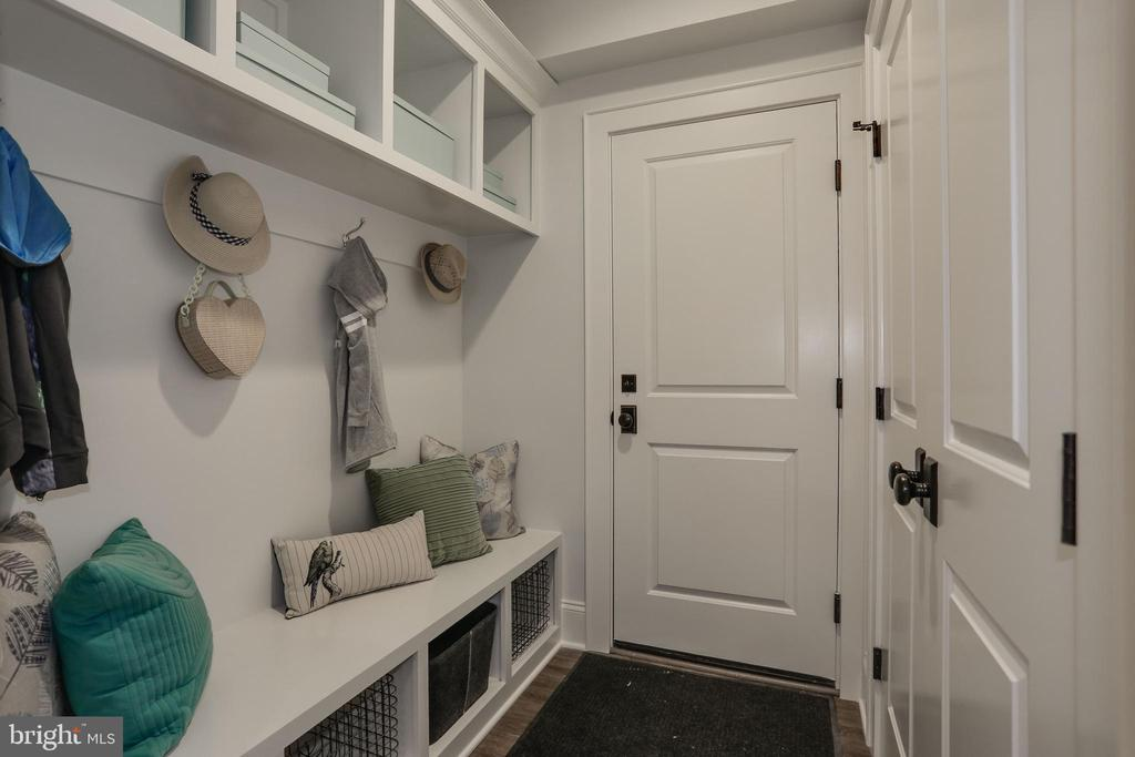 cubbies and hooks and coat closet in mudroom - 5010 25TH RD N, ARLINGTON