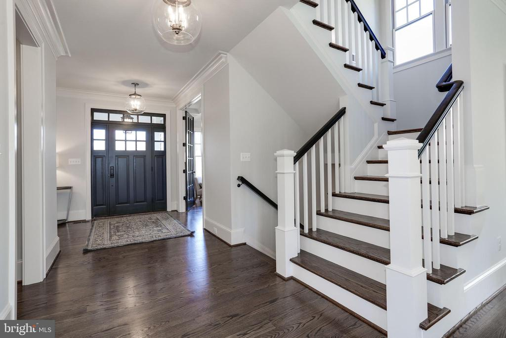gracious foyer opens to home of a human scale - 5010 25TH RD N, ARLINGTON