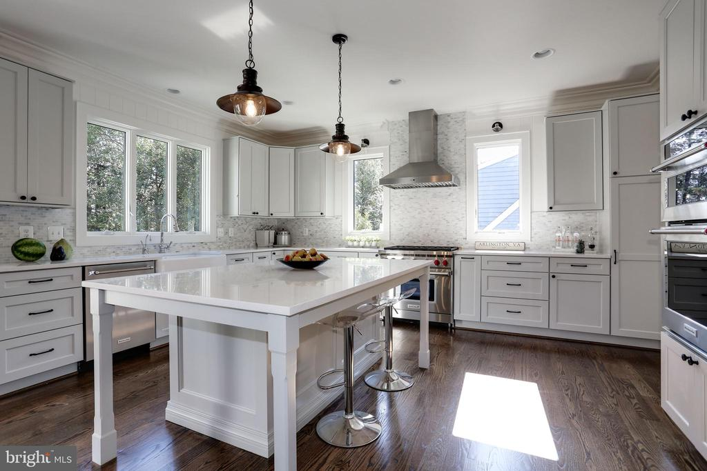 center island for newly interesting baking - 5010 25TH RD N, ARLINGTON