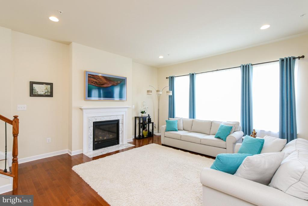 Great room open to kitchen, Gas fireplace - 1917 WETTERHORN CT, FREDERICK