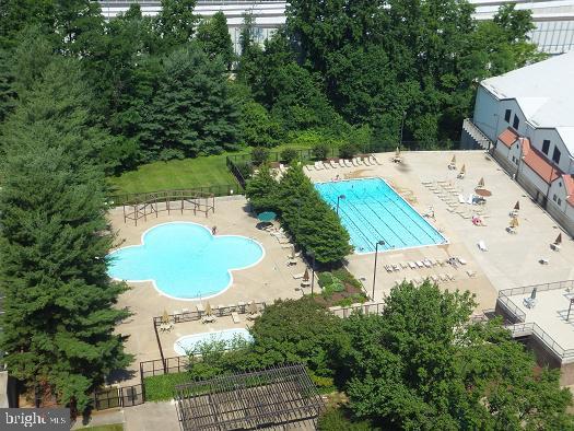 View of the pool - 1800 OLD MEADOW RD #1106, MCLEAN