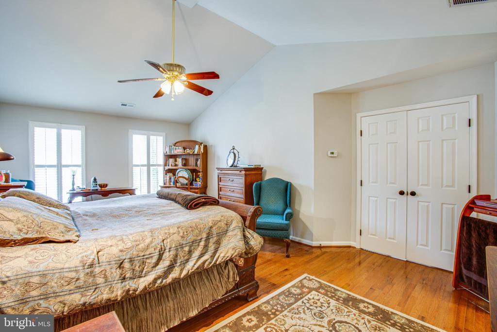 master bedroom - 2 KINGSLEY CT, STAFFORD